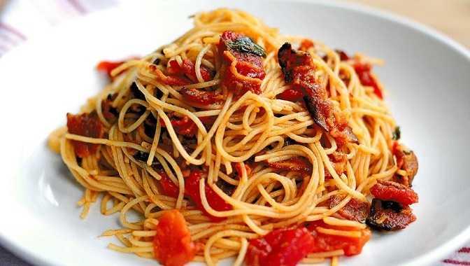 Паста с колбасой и сыром в сливочном соусе – самые вкусные рецепты