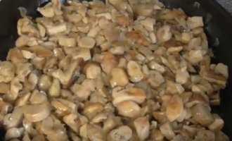 Белые грибы, жареные с луком на сковороде - рецепт пошаговый с фото
